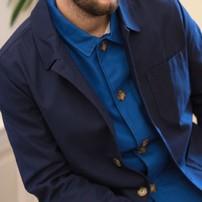 Quand tu n'arrives pas à te décider... . ça y est, l'automne est bien là ! Pour affronter les fraîches journées d'octobre, on vous propose aujourd'hui un petit look qui joue avec les superpositions (Ou comment trouver une bonne excuse pour acheter les deux coloris ☺️) Ici notre veste bleu roi portée façon chemise, sous notre veste bleu marine. Vous aimez ? . . #lavestedejacques #vestedetravail #bleudetravail #workwear #workwearstyle #workwearjacket #veste #vesteworker #workerjacket #bleudechauffe #fullblue #vintage #vintageworkwear #bluejacket #outfit #outfitoftheday #ootd #fashion #fashionstyle #blue #bleu #lookhomme #menstyle #look #lookdujour #outfitinspiration #vestehomme #menjacket #superpositions #camaieudebleus
