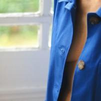 Octobre 🎀 . Pendant le mois d'octobre, les intitiatives se multiplient pour parler du cancer du sein. Le dépistage précoce sauve des vies, montrez vos seins ! . . .  #octobrerose #lavestedejacques #vestedetravail #bleudetravail #workwear #workwearstyle #workwearjacket #veste #vesteworker #workerjacket #bleudechauffe #fullblue #vintage #vintageworkwear #bluejacket #outfit #outfitoftheday #ootd #fashionstyle #blue #bleu #vestefemme #womenworkwear #womenstyle #lookfemme